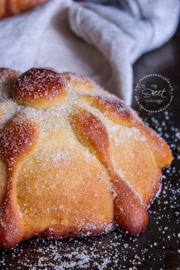Acercamiento a un pan de muerto casero