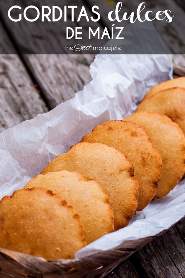 gorditas infladas en una canasta con texto que dice gorditas dulces de maiz