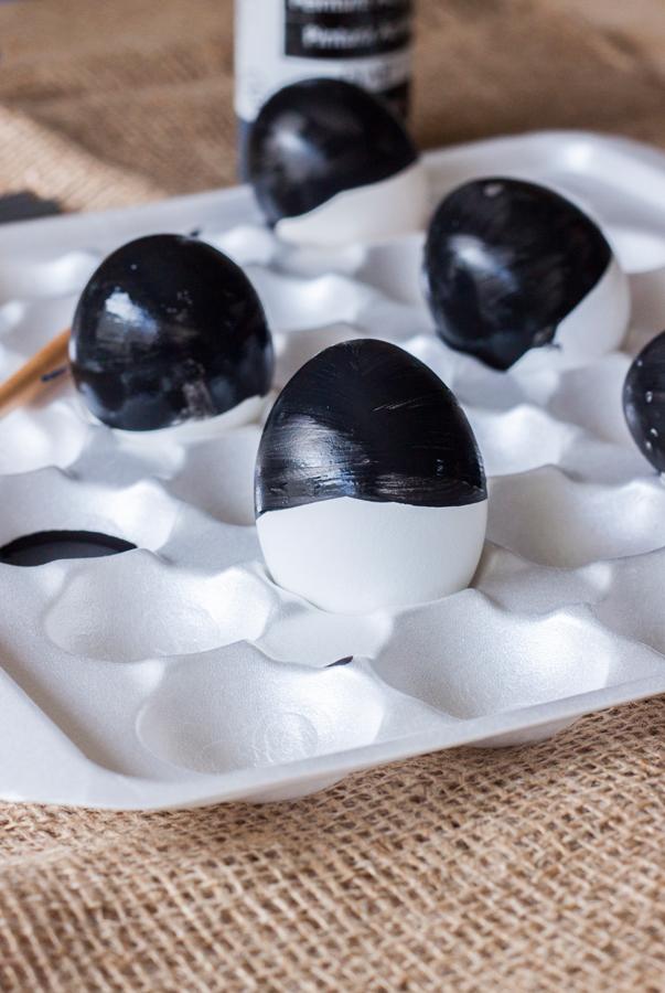 diy huevos de pascua en negro y dorado