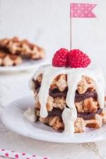 Receta de Pastel de Waffles de Liege con Nutella y Frosting de Queso Crema