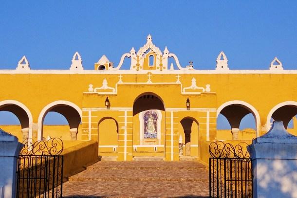 Fachada del Convento de San Antonio de Padua, Izamal, Yucatán