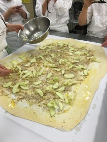 What's in apple strudel? Sliced apples, almond meal, raisin, butter and almond flakes