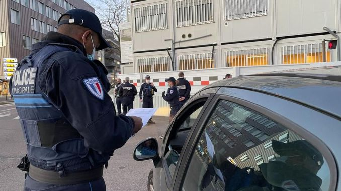 FRANCE: Des contrôles intensifiés dans les gares, les aéroports et aux péages dès aujourd'hui
