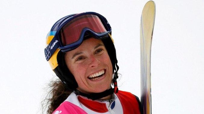 Julie Pomagalski, championne du monde de snowboard, décède dans une avalanche.