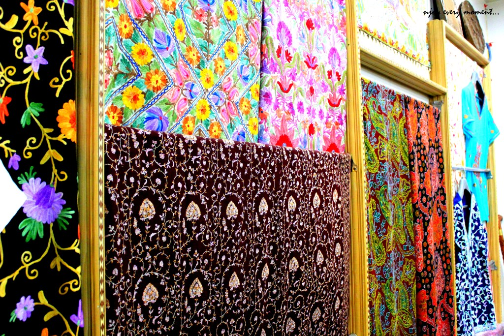 Top things to buy in kashmir for Best place to buy art for home