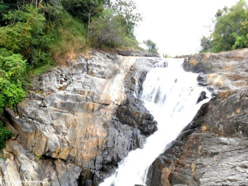 places to see in wayanad -Kanthanpara waterfall