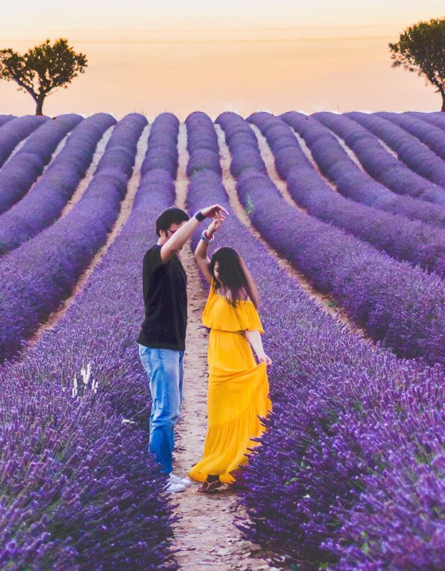 couple photoshoot idea lavender field provence