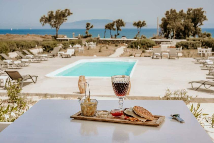 Aibnb with a pool Santorini