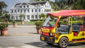 A tuk tuk at a square in Paramaribo