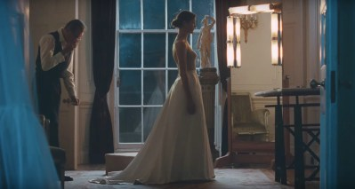"""The Phantom Thread"" is ""Fifty Shades of Grey,"" Except Literally"