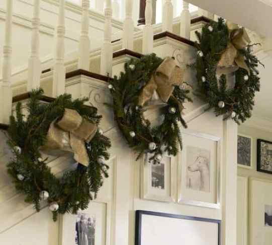 Decorate The Stairs For Christmas: 33 Ideas- Decorating Christmas Stairs