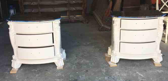 Need a d DIY nightstand makeover? Try this tutorial: painted white with dark top in 10 steps.