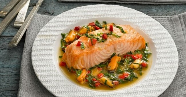 Bord Bia Salmon with Mussels and Spinach