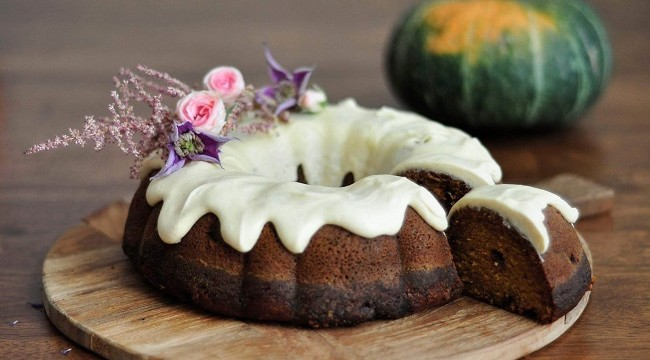 Spiced Pumpkin Cake Recipe with Beurre Noisette Buttercream by The Flour Artist