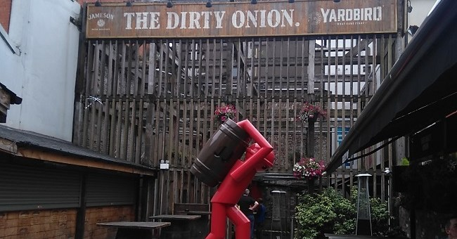 A Bar of Many Layers: The Dirty Onion, Belfast - Bar Review [December Edition]
