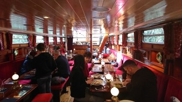 This Floating Restaurant is the Ultimate Way to Enjoy Dublin's Grand Canal - La Peniche Review