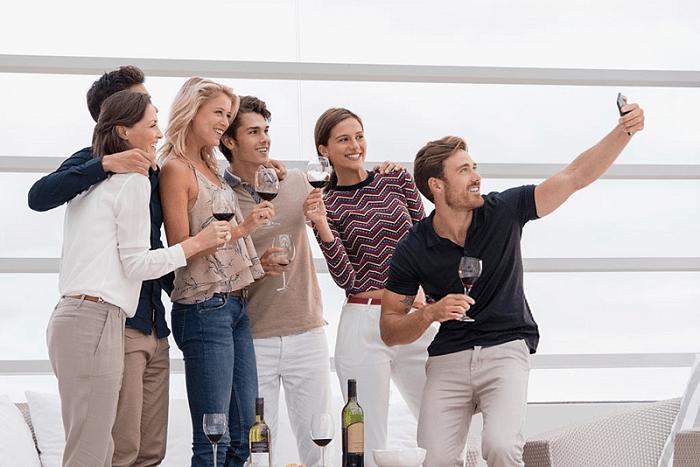 millennials wine selfie