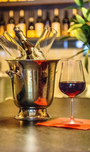 cafe rubis   This New Vintage Wine Bar in City Centre is the Perfect Setting for a Date