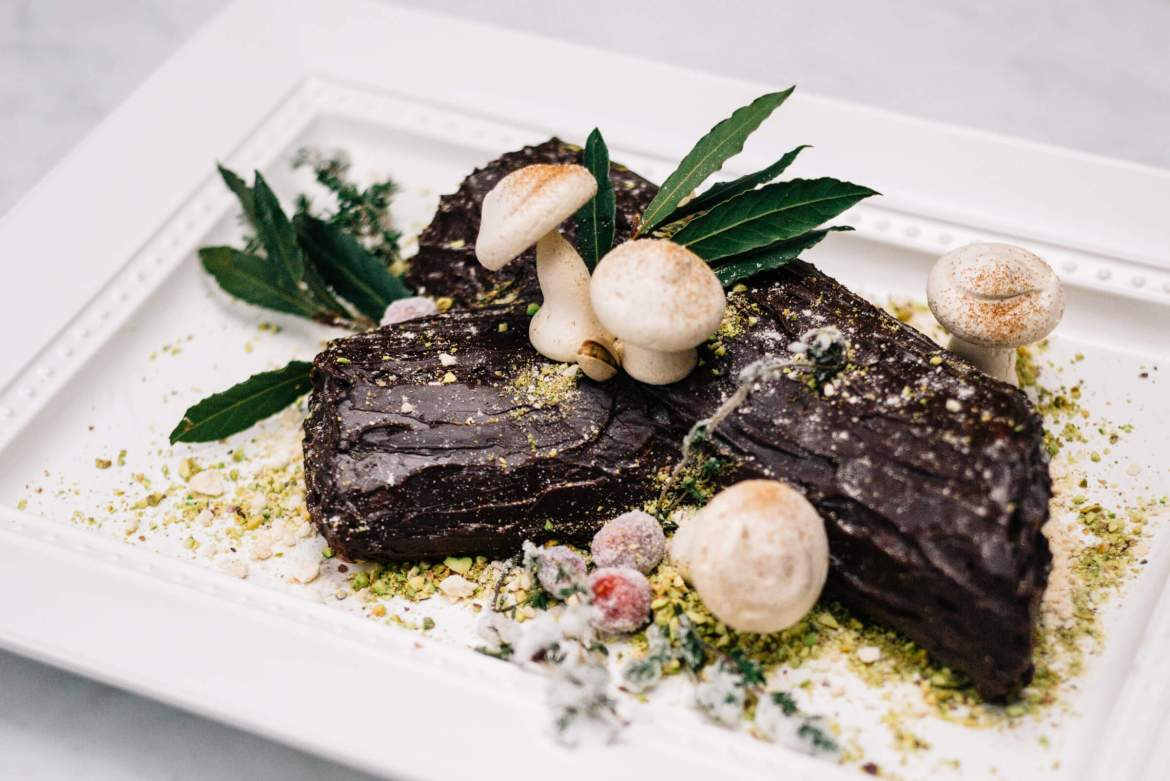 The Taste Edit makes and decorates a traditional Bouche de Noel Christmas Yule Log