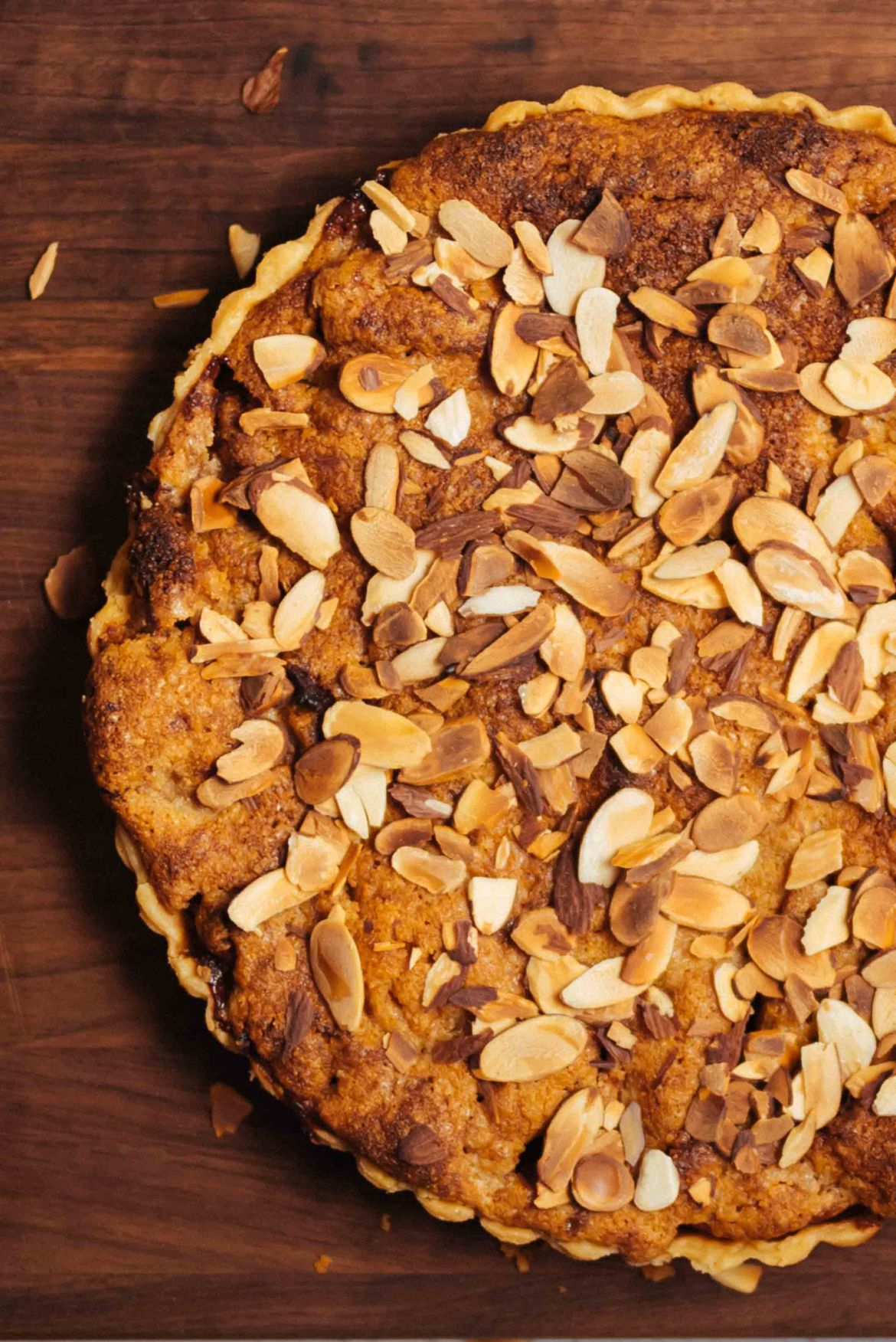 Close up look at an easy Almond Apple Tart you should make this fall or for your Thanksgiving dessert inspired by our trip to London #tart #recipe #apple