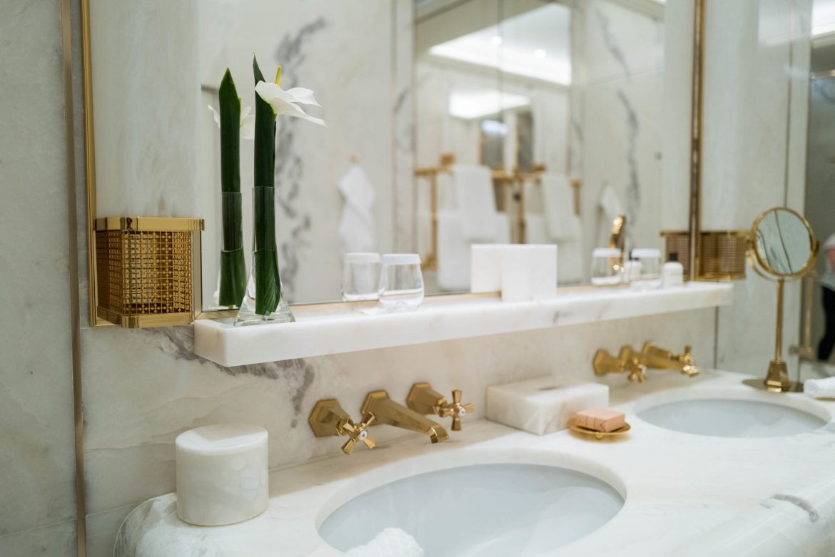 Opulent vibes from the Hotel Eden in Rome's bathroom, The Taste Edit #hotel #rome #italy #bathroom