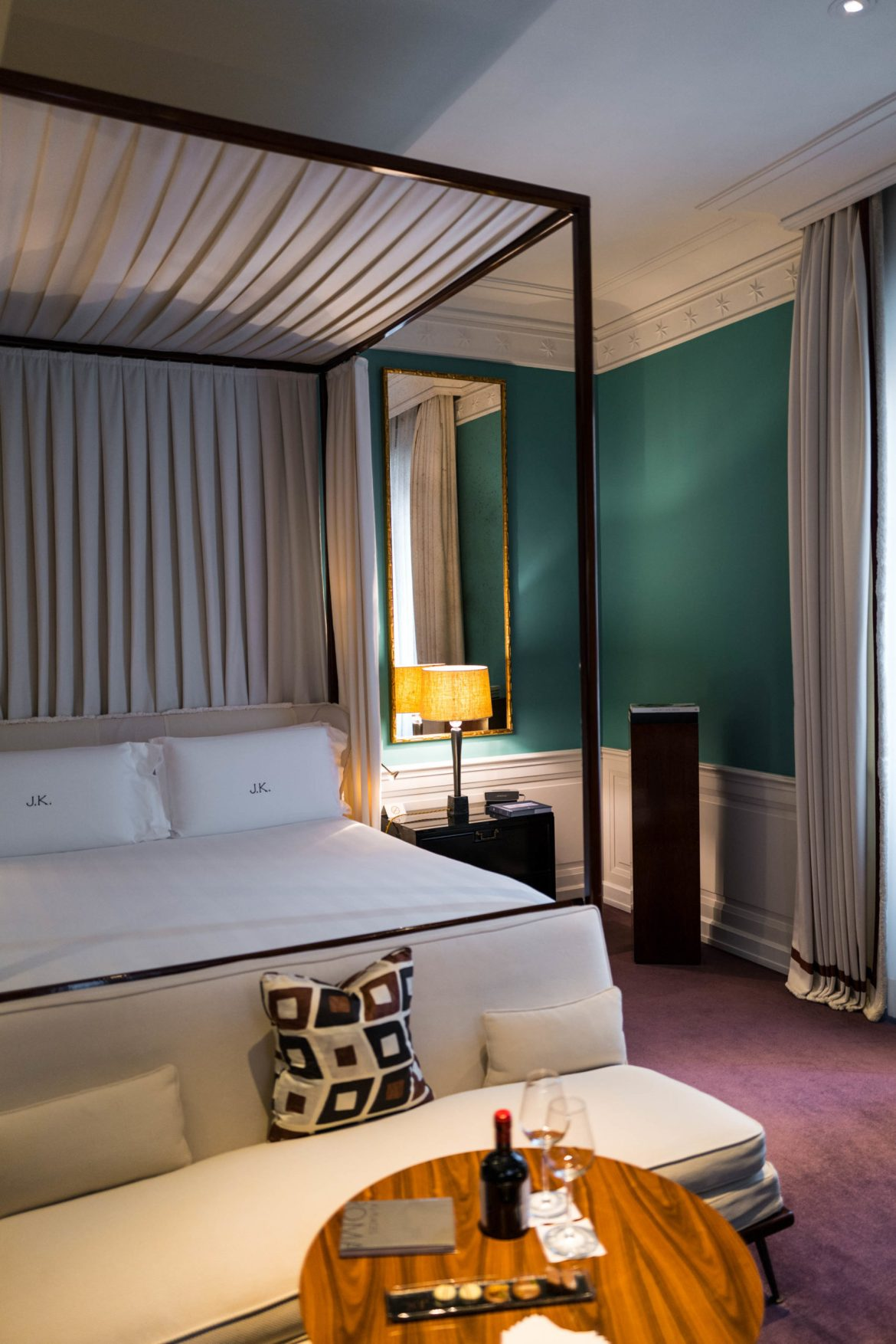 JK Place Roma will give you a comfortable bed along with luxury at this boutique hotel in Rome, The Taste Edit #hotel #rome #travel #decor #italy #bed
