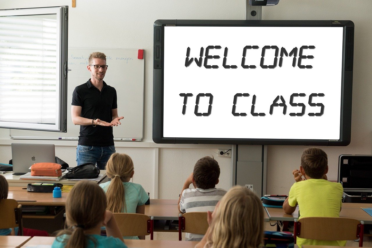 10 Actionable First Time Substitute Teacher Tips