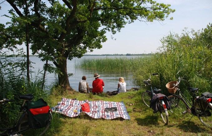 6 Ways to Savor Summer + FREE Summer Bucket List Printable