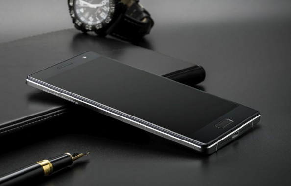 Bluboo Xtouch First 3D Printerd Android Smartphone