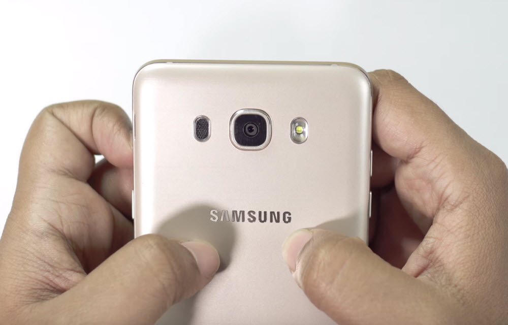 Samsung Galaxy On8 Design