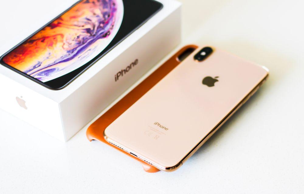 iPhone Xs vs iPhone X Comparison