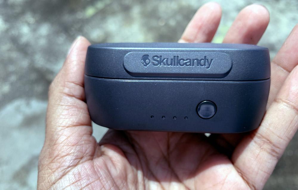 Skullcandy Sesh Charging Box front look