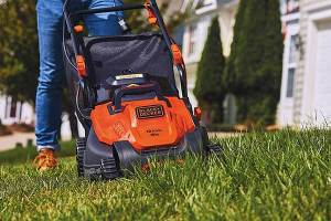 9 Best Black and Decker Lawn Mowers of 2020 For Control in Thick Grass