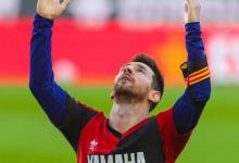 Photo of Lionel Messi marks goal with Newell's Old Boys No 10 shirt in tribute to Diego Maradona