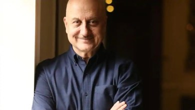 Anupam Kher asks tweeple for a caption, promises his autographed book as prize – it s viral