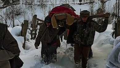 Soldiers cross knee-deep snow to help pregnant woman reach hospital in Kashmir – it s viral