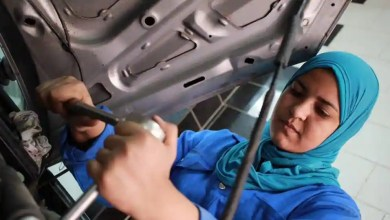 Woman mechanic fixes wheels and stereotypes in Egypt – it s viral