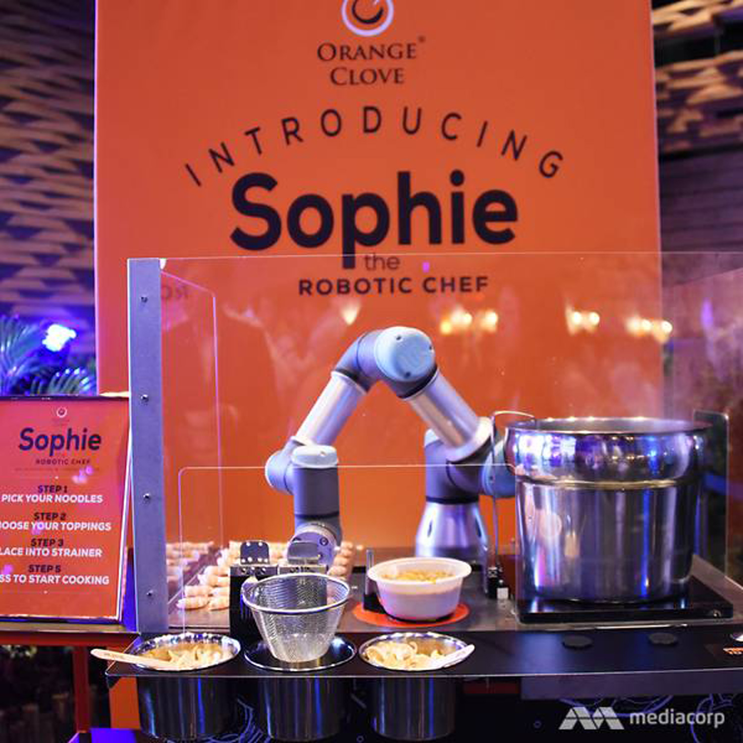 Robot laksa station featuring the robotic chef Sophie via cnalifestyle.channelnewsasia.com