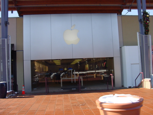 Burglar Raids Apple Store In Boulder, Colorado; Walks Away with $63,813 Worth Of Goods