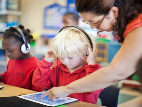 L.A. School Board Agrees To Distribute iPads To 38 More Campuses