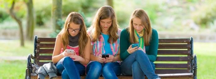 Sponsor_Page_Teens_on_Phone_The_teen_mentor-1438926270-1520354075458.jpg