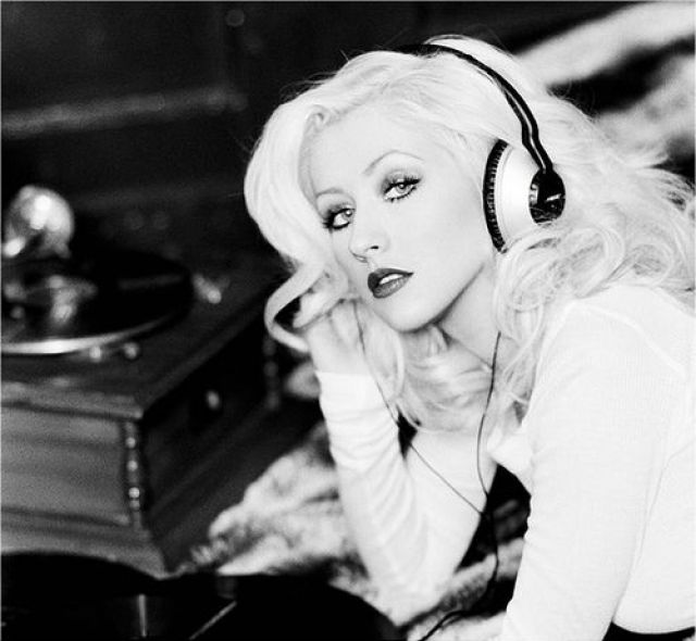 A picture of the artist Christina Aguilera.