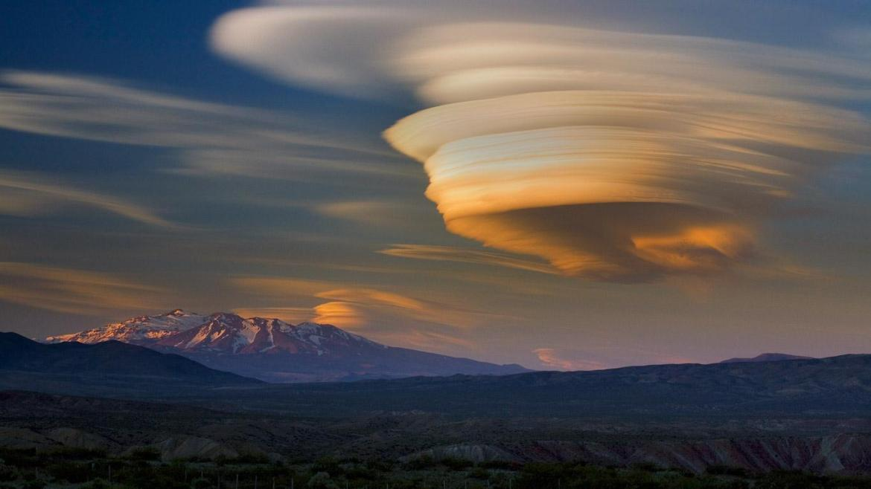 Pakistani Pilot Unidentified Cloud, TMZ UFO Story, Loeb's Quadrillion UFOs, and Australia's Joe Pigeon
