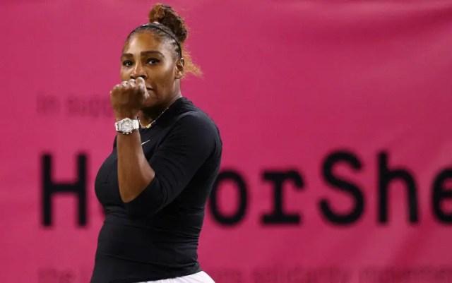 "Serena Williams advanced to the third round of the ""Premiere"" in Miami"