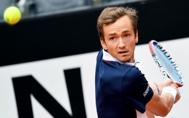 "Daniel Medvedev lost at the start of the ""Roland Garros"", leading 2-0 in sets"