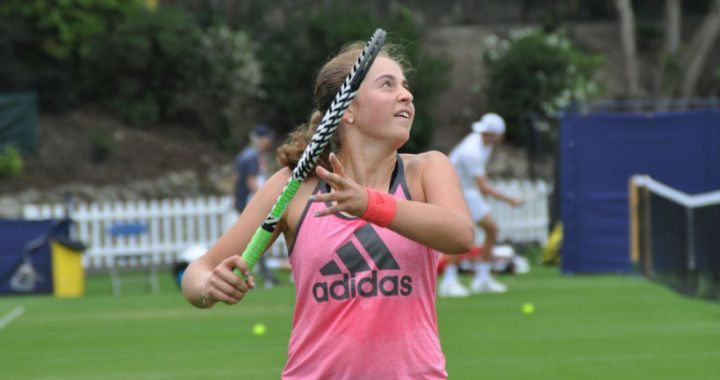Jelena Ostapenko won in the first round of the competition in Eastbourne