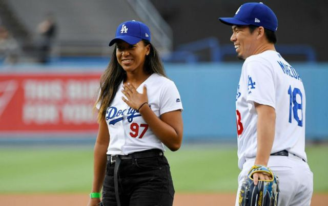 Naomi Osaka made the first shot at a baseball game in Los Angeles