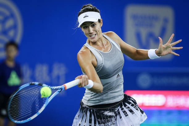 Who is Garbine Muguruza's coach?