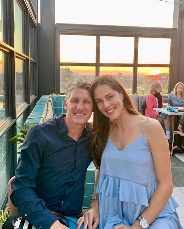 Ana-Ivanovic-and-Bastian-Schweinsteiger-in-cafe