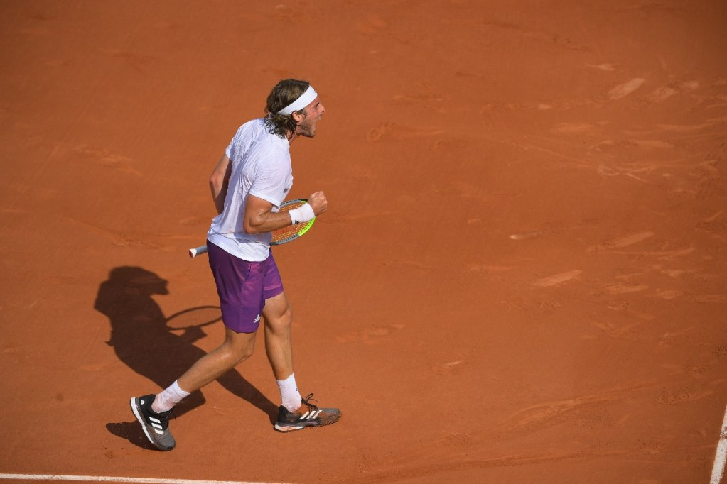 Stefanos Tsitsipas with tennis shoes for clay court